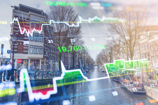 istock Investment stockmarket theme with panoramic view tourist and Street lifestyle at Amsterdam, Netherlands 965909032