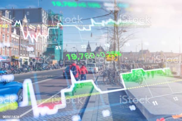 Investment Stockmarket Theme With Panoramic View Tourist And Street Lifestyle At Amsterdam Netherlands - Fotografias de stock e mais imagens de Amesterdão