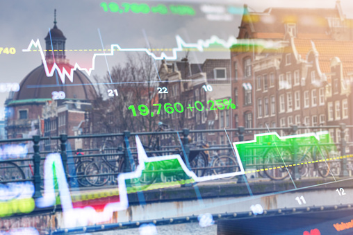 istock Investment stockmarket theme with panoramic view tourist and Street lifestyle at Amsterdam, Netherlands 992892820