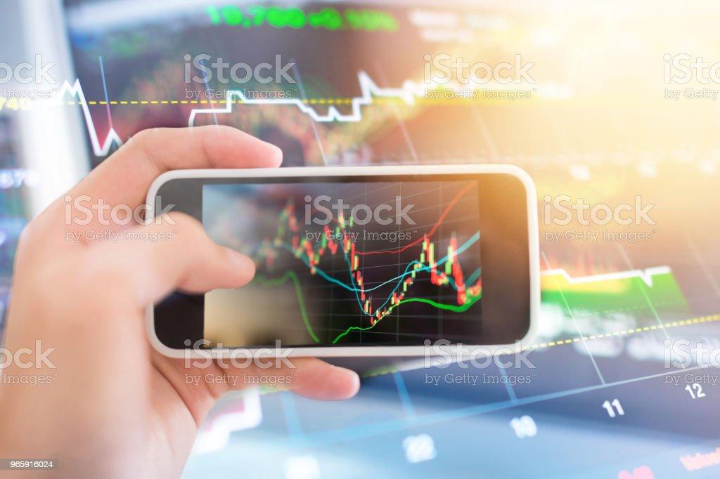 Investeringen thema stockmarket en Financiën business analyse stockmarket met digitale tablet - Royalty-free Accountancy Stockfoto