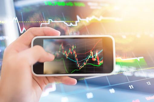 Investeringen Thema Stockmarket En Financiën Business Analyse Stockmarket Met Digitale Tablet Stockfoto en meer beelden van Accountancy