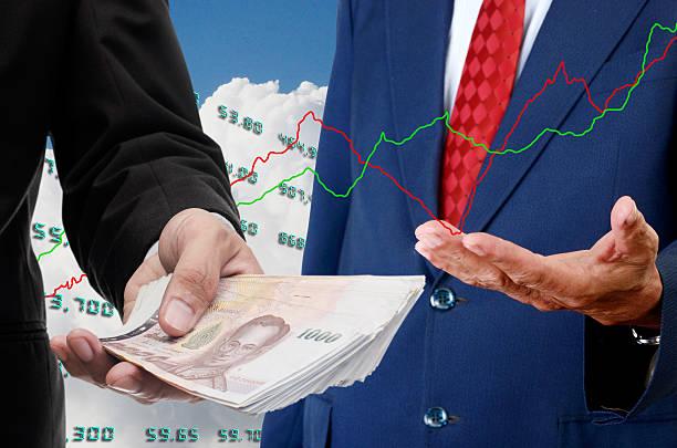 Investitore fare soldi con il concetto di stock exchange - foto stock