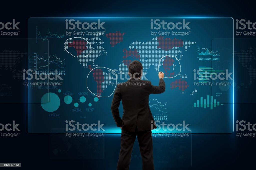 Investor mit Karte. – Foto