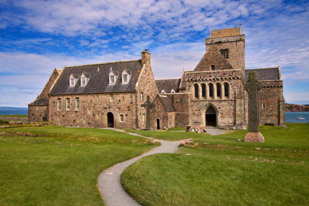 Iona Abbey, Isle of Iona, Inner Hebrides, Scotland A monastery founded in 563AD by St Columba, this is one of the most important religious and historic sites in Scotland. abbey monastery stock pictures, royalty-free photos & images