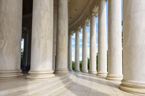 ionic columns at jefferson memorial, washington dc architecturel - выборы президента стоковые фото и изображения