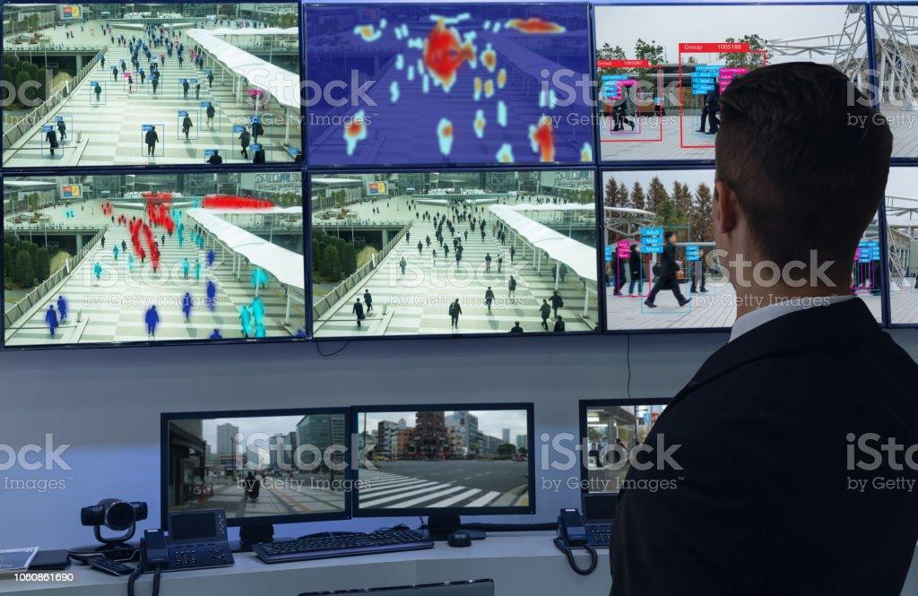 el aprender de máquina IOT con humanos y reconocimiento de objetos que utilizan inteligencia artificial para las mediciones, analítica e idéntico concepto, inventa a estimación, predicción, clasificación, base de datos - Foto de stock de Aprender libre de derechos