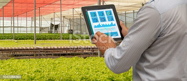898449496 istock photo iot smart industry robot 4.0 agriculture concept,industrial agronomist,farmer using tablet to monitor, control the condition in vertical or indoor farm ,the data including Ph, Temp, Ic, humidity, co2 1042088364