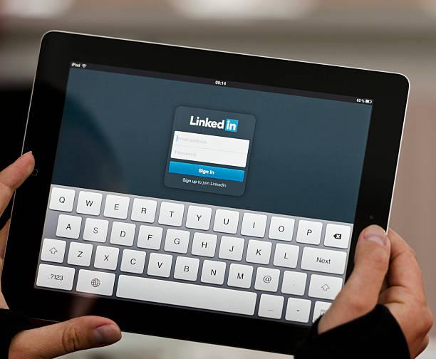 ipad device with linkedin screen - linkedin bildbanksfoton och bilder