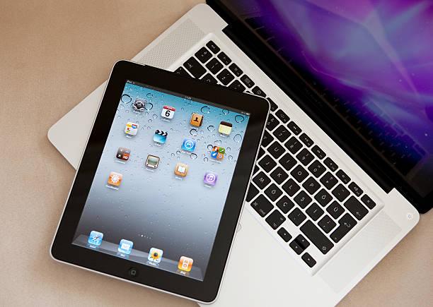 ipad stać na apple macbook pro - ipad zdjęcia i obrazy z banku zdjęć