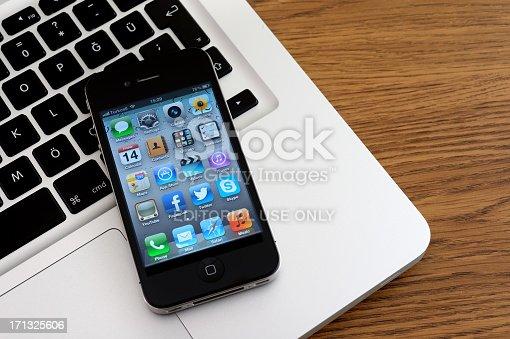 588359078istockphoto iPhone 4 & MacBook Pro 171325606