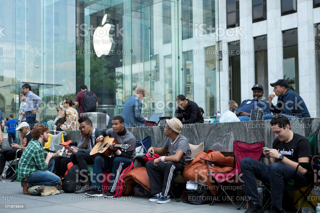 iPhone 5 Lines at Flagship Apple Store New York City stock photo