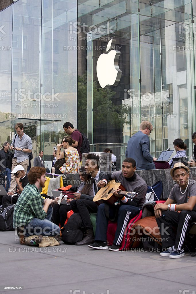 iPhone 5 Lines at Flagship Apple Store New York City royalty-free stock photo