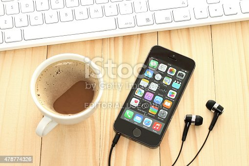 588359078 istock photo iPhone 5s Space Gray with coffee and keyboard 478774326