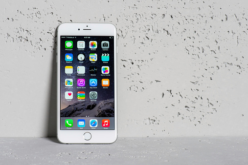 istock iPhone 6 Plus leaning on a wall of concrete 518504701