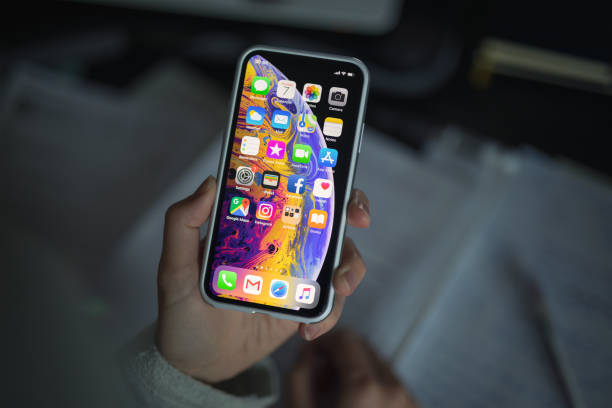 iphone xs with protective case - apple computers foto e immagini stock