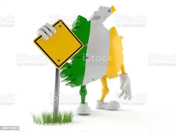 Ireland Character With Blank Road Sign — стоковые фотографии и другие картинки Без людей