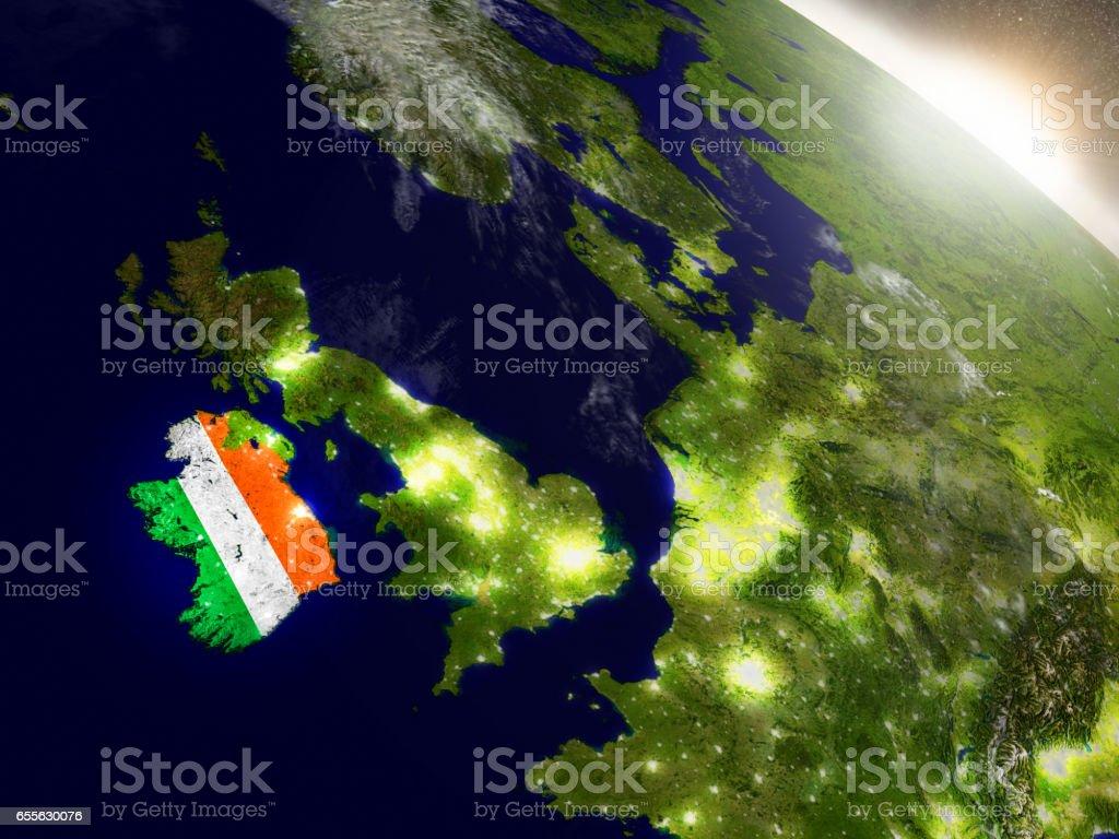 Irlanda con la bandera en sol naciente - foto de stock