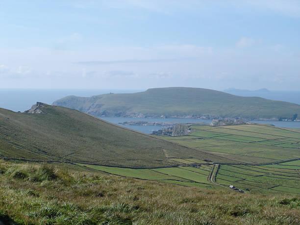 irish landscape ring of kerry - fsachs78 stockfoto's en -beelden