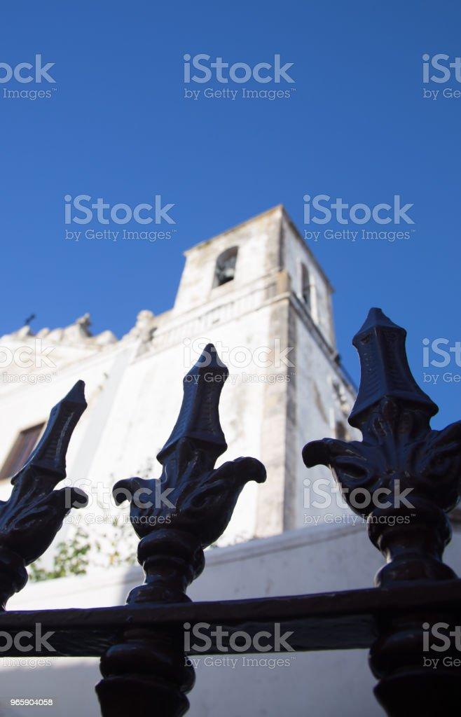 ijzeren hek in de voorkant van een kerk - Royalty-free Architectuur Stockfoto