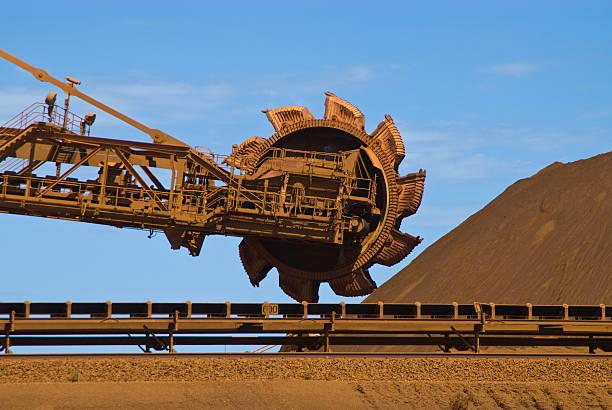 Reclaimer Stockpile auf Eisenerz Mine Site – Foto