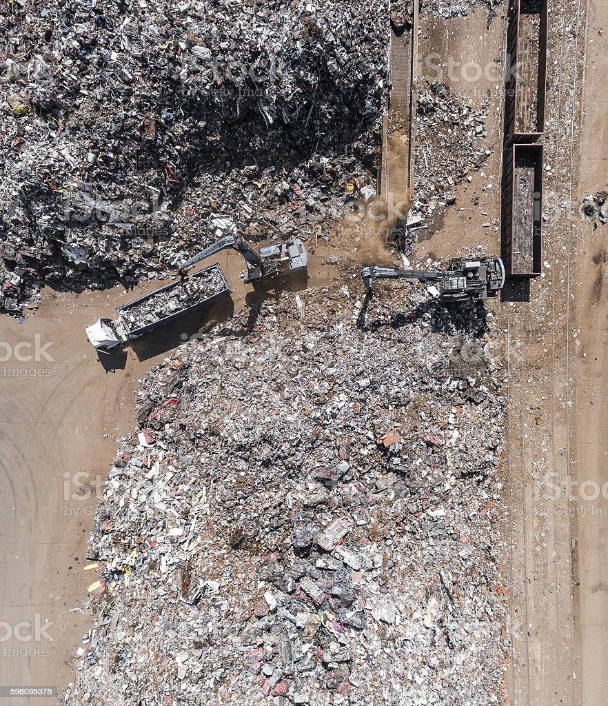 Iron raw materials recycling pile, work machines. Lizenzfreies stock-foto
