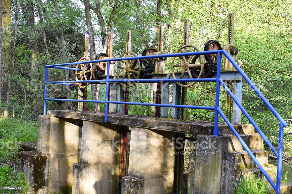 Compuerta del canal de riego / Irrigation channel floodgate stock photo