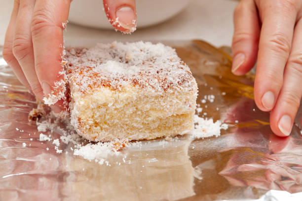 BOLO GELADO is a traditional Brazilian cake - Wrapping the cake with coconut sprinkles in aluminum foil. Close-up BOLO GELADO is a traditional Brazilian cake - Wrapping the cake with coconut sprinkles in aluminum foil. Close-up. gelado stock pictures, royalty-free photos & images