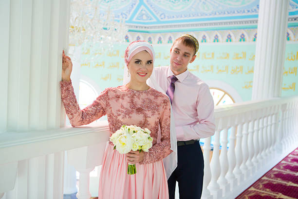 islamic couple in the mosque on a wedding ceremony - mariage musulman photos et images de collection