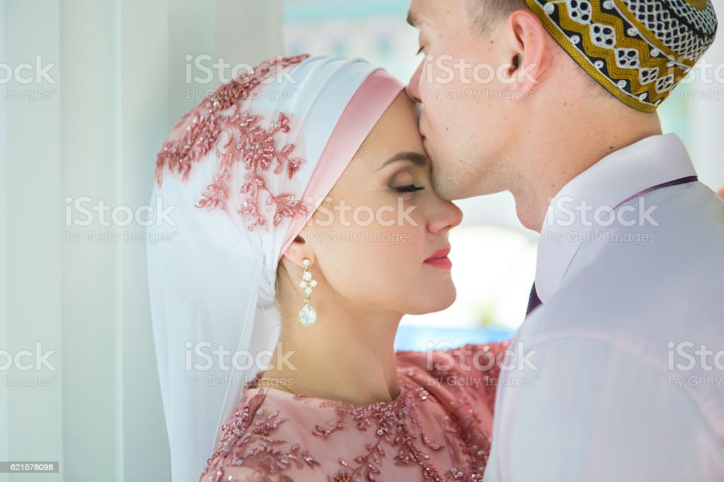 Islamic couple in the mosque on a wedding ceremony photo libre de droits