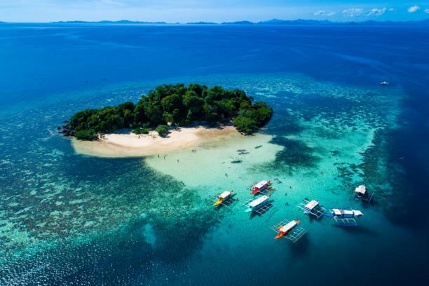 Isla de Coron con vista a Laguna gemela en Palawan, Filipinas - foto de stock