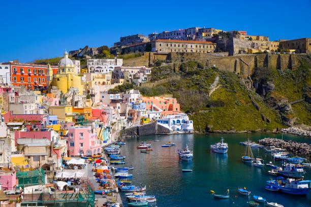 insel procida, neapel, italien - neapel stock-fotos und bilder