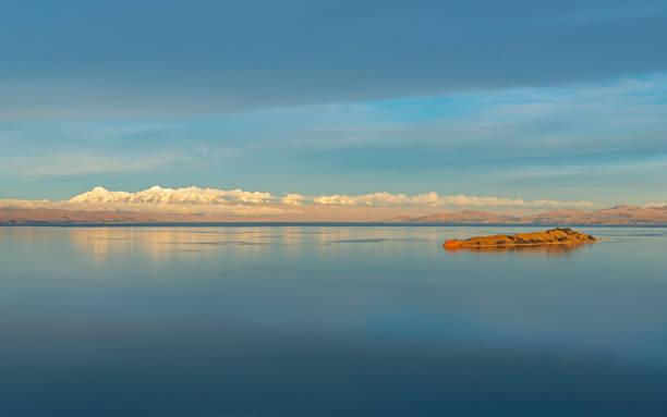 月、ボリビアの島 - チチカカ湖 ストックフォトと画像