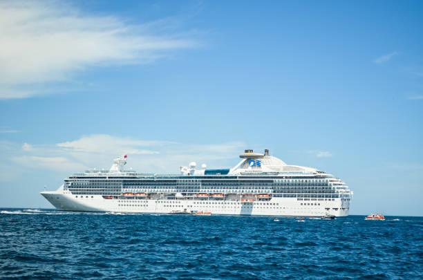 Kreuzfahrtschiff Island Princess im Hafen von Cabo San Lucas, Baja California, Mexiko, 2019 vor Anker – Foto