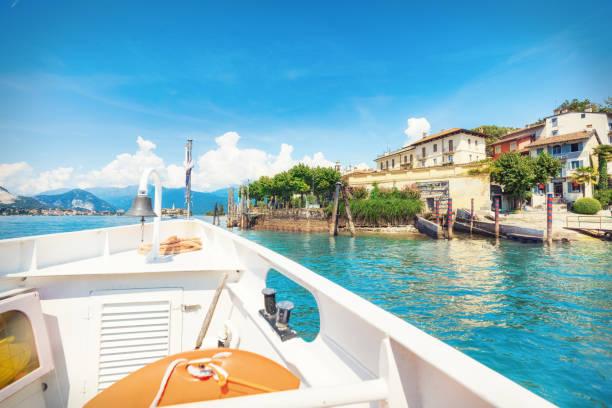 Isola Bella Insel vom Boot aus im Sommer – Foto