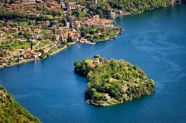 isola comacina nel lago di como (lake como italy) - como italië stockfoto's en -beelden