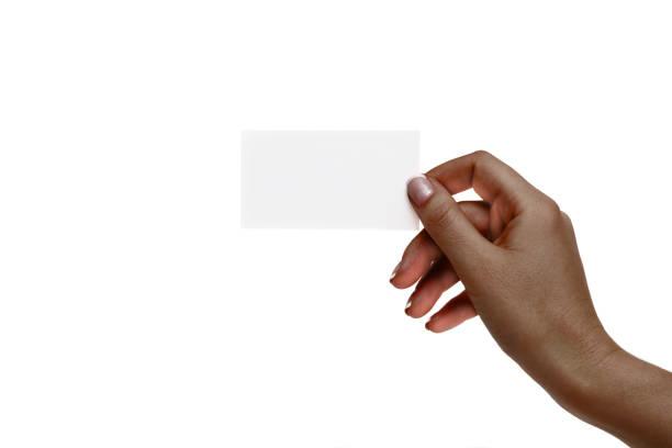 odizolowana afrykańska ręka kobieca trzyma białą kartę na białym tle. - credit card zdjęcia i obrazy z banku zdjęć