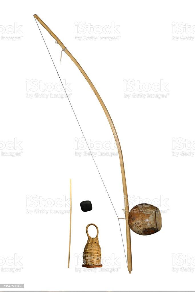 isolado de capoeira berimbau de instrumento musical - foto de acervo