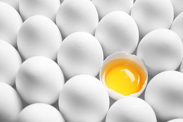 Colore isolato Tuorlo d'uovo - foto stock