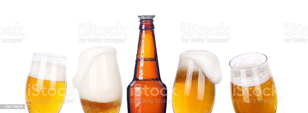 Cerveza aislado de botella con cama King - foto de stock