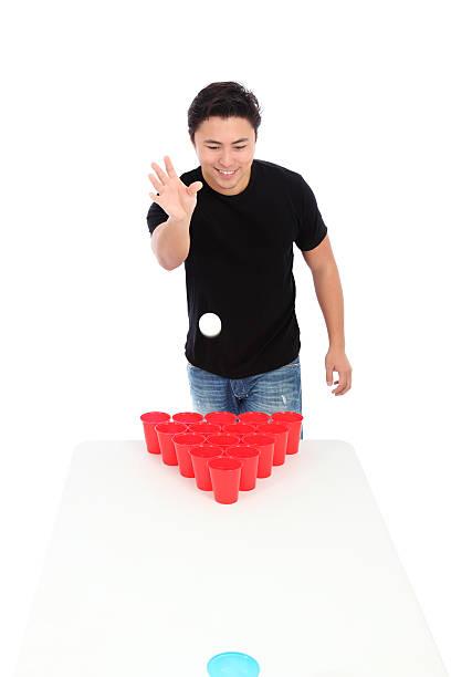 bier-pong-spieler - lustige trinkspiele stock-fotos und bilder