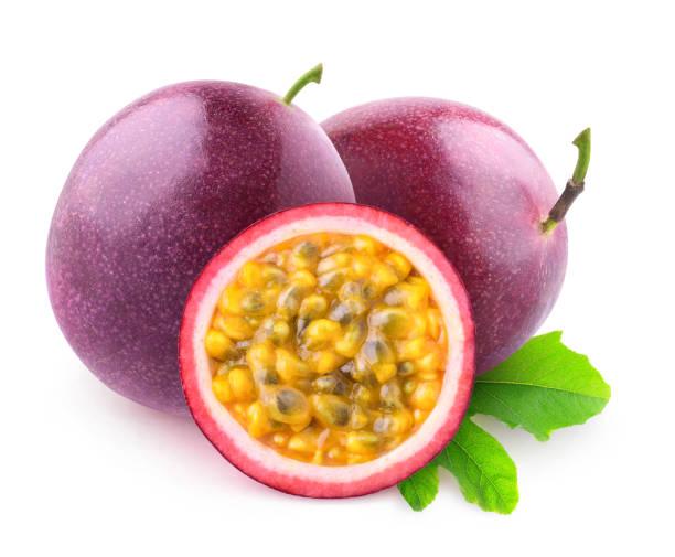 isolated maracuya fruits - fruit de la passion photos et images de collection
