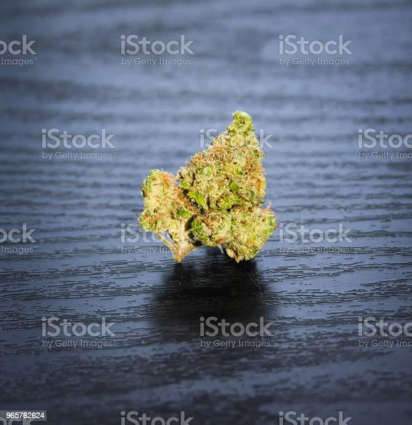 Isolated Marijuana Nug - Fotografias de stock e mais imagens de Arrumado