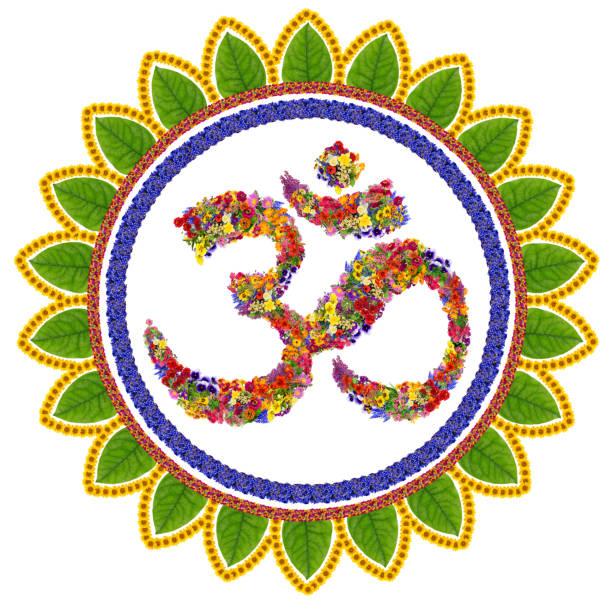 isolierte om sanskrit symbol im buddhismus gemacht mit liebe von sommerblumen. handgefertigte abstrakte collage - lotus symbol stock-fotos und bilder