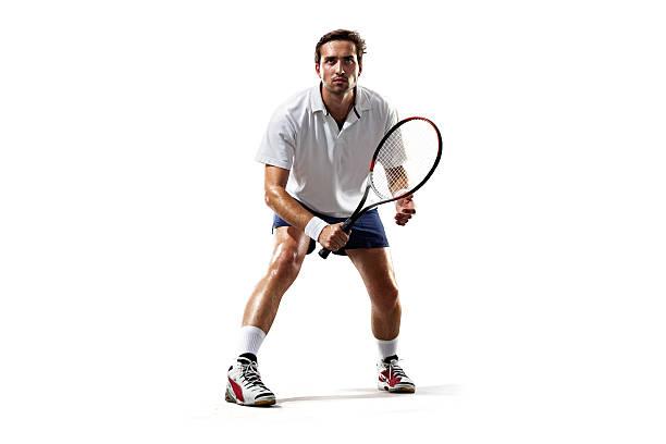 Isoliert auf weiß junger Mann spielt tennis – Foto