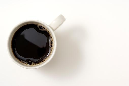 Isolated Shot Of Чашкой Черного Кофе На Белом Фоне — стоковые фотографии и другие картинки Без людей