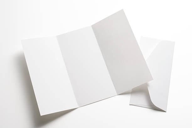 Aislado en blanco con toma de Folleto sobre el fondo blanco - foto de stock