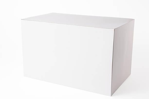 Isolé sur un blanc vide boîte sur fond blanc - Photo