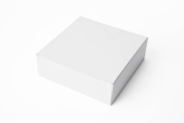 isolierte schuss von geschlossen weiße leere kästchen auf weißem hintergrund - kartonschachteln stock-fotos und bilder