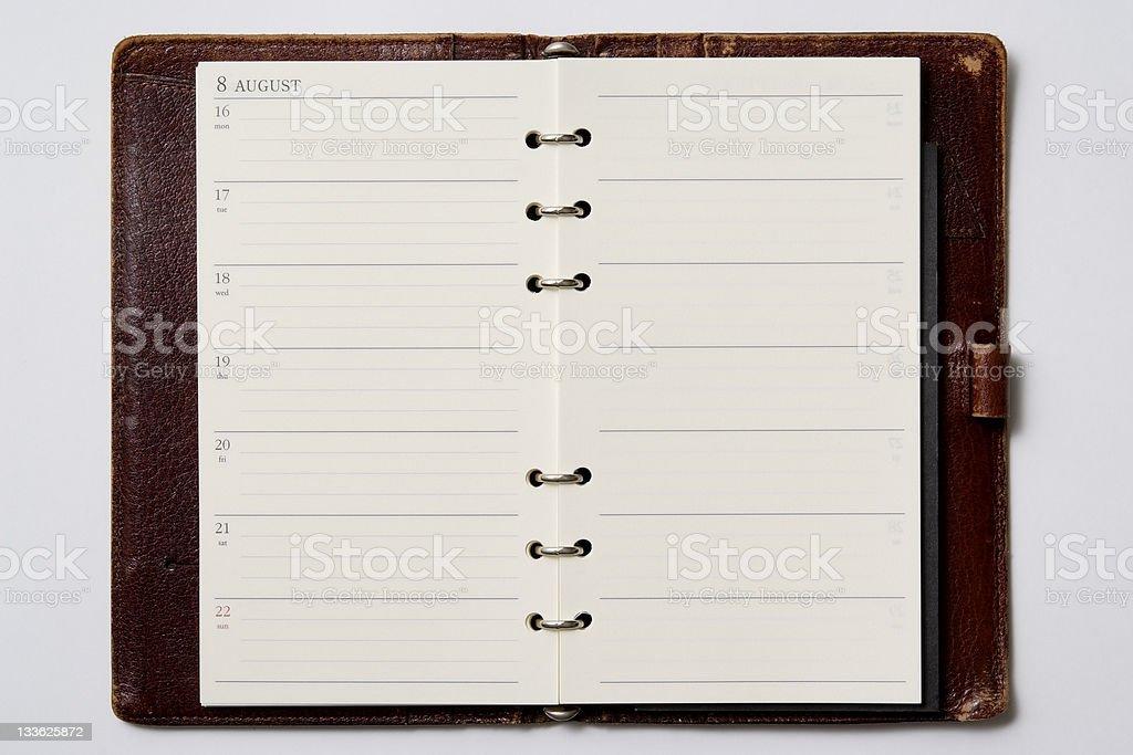 Isolé photo de ouvert vide agenda sur fond blanc - Photo
