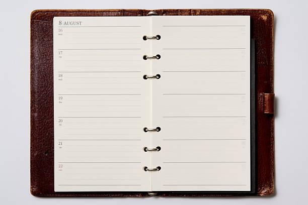 isolé photo de ouvert vide agenda sur fond blanc - page photos et images de collection